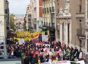 Cientos de ciudadanos salen a la calle en Guadalajara contra los recortes
