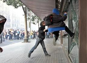 La manifestación se trunca en Barcelona y termina con duros enfrentamientos entre asistentes y policía