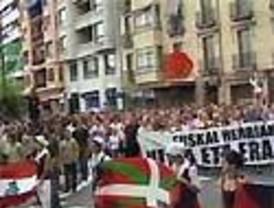 Miles de personas marchan junto líderes 'batasunos' por la autodeterminación en Bilbao sin incidentes