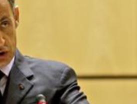 La OTAN bombardea la televisión pública de Libia