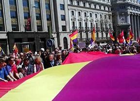 Miles de personas claman por la III República en Madrid