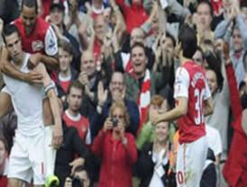 Arsenal vence al Sunderland con doblete de Van Persie