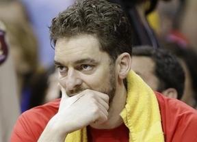 El lesionado Gasol contempla desde el banquillo la derrota de los Bulls que se complican la serie ante Cleveland (2-2)