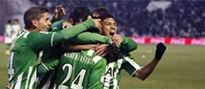 Viva el Betis 'manque' gane... en el último minuto a un confiado Athletic (2-1)