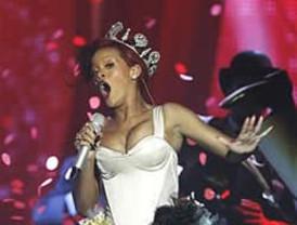 Shakira y Rihanna reinan ante la ausencia de Lady Gaga en los premios MTV
