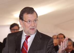 El PSOE sugiere a Rajoy que vaya 'haciendo las maletas' y este se enroca en 'la herencia de Zapatero'