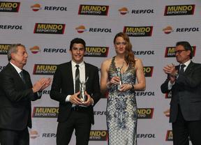 Marc Márquez y Mireia Belmonte con sus premios