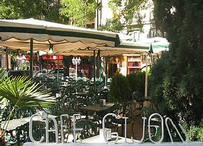 El futuro del Café Gijón peligra por la nueva concesión de la terraza