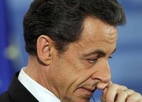 El hijo de Sarkozy se lía a 'tomatazos' con la policía desde el Elíseo