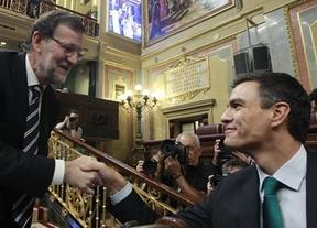 Rajoy y Sánchez solventan el nuevo escándalo de corrupción con otro enriquecedor intercambio de 'y tú más'