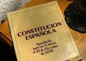 CiU e IU no acudirán a la recepción de la Constitución como repulsa a su 'reforma express'
