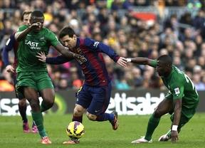 Triplete de Messi para un Barça que golea y pisa los talones al líder (5-0)