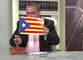 Provocando al máximo: queman una estelada catalana en televisión