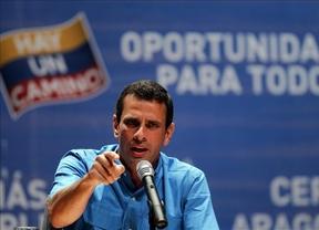 Violentas elecciones en Venezuela: siguen golpeando a Capriles, dejando 14 heridos entre sus seguidores