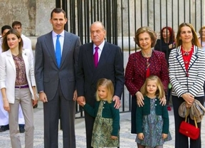 Aplausos y vítores para los Reyes a la entrada de la tradicional misa de Domingo de Pascua de Palma
