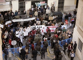 Más de 600 personas se manifiestan alrededor de los juzgados