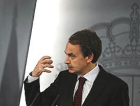 Patxi López dice que se alegra del acuerdo ZP-PNV