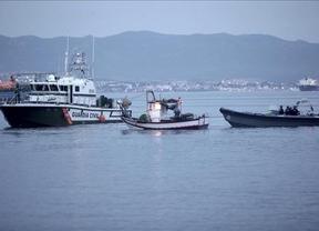 La Policía de Gibraltar vuelve a acosar a los pescadores españoles, con choque con la Guardia Civil