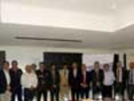 El PSC da a Albiol un apoyo que CiU matiza, olvidando sus críticas a ésta por facilitarle la alcaldía