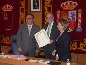 El Ayuntamiento de Molina de Segura entrega al Hospital de Molina el Diploma de Servicios Distinguidos a la Ciudad