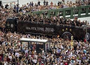 Berlín recibe a lo grande a los nuevos campeones del mundo