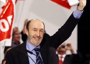 Rubalcaba se da un baño de masas en Valencia y pide a sus votantes que den la cara
