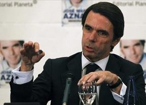 Aznar tira piedras sobre su tejado: