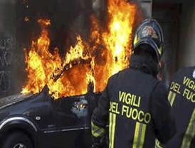 Encapuchados desatan batalla campal en marcha de los indignados en Roma
