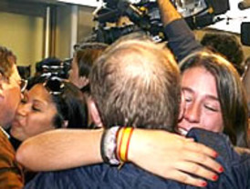 Repsol se adelanta un día al Gobierno y rescata a 61 españoles de Libia