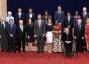 Foto de familia de los Reyes y los 'Príncipes de Asturias'