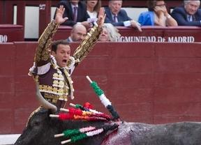 Ferrera banderillea a su primer toro