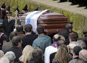Autoridades y numerosos vecinos despiden a Fraga, que ya descansa en Perbes