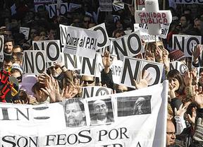 El PP aprueba la privatización sanitaria en Madrid obviando casi 3.000 enmiendas de la oposición