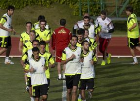 La Roja, con gran seguimiento mediático, ya entrena duro para el difícil debú ante Holanda