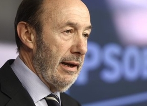 Rubalcaba sigue su gira 'económica' europea, que cuenta con el apoyo declarado de Rajoy
