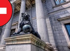 El Congreso lanza a la baja sus gastos para 2013 el día en que los activistas lo rodean