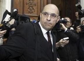 El juez Silva tiene detrás al 'cobrador del frac' versión monje