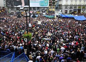 Los 'indignados' se reúnen en Sol para debatir sobre la Ley Electoral y reflexionar