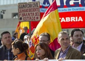 Los Guardias Civiles recuerdan que seguirá el acoso a pesar del fin de ETA
