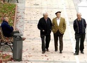 Malos tiempos para los jubilados: los expertos recomiendan bajar las pensiones