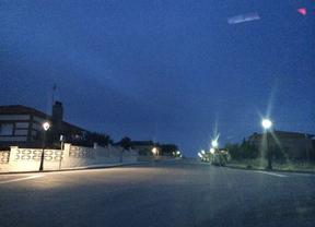 Nuevas luminarias (izq.) frente a las viejas en Torrejón del Rey