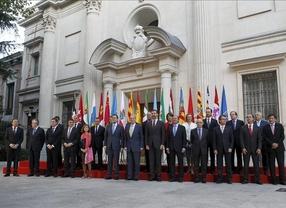 Los presidentes autonómicos arrancan a Rajoy un compromiso de revisar el reparto del déficit