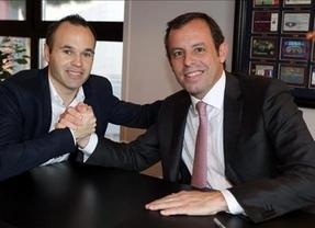 Ya es oficial: Iniesta firma con el Barça hasta 2018