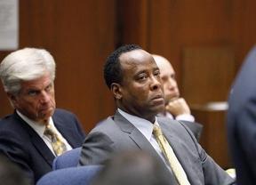 El 'malvado' Dr. Murray no dijo al asistente de Jackson que llamase a urgencias