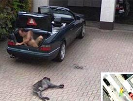 Google Street View capta a un hombre desnudo en un maletero y arde la Red