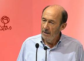 Rubalcaba no dio el 'paso atrás' que le pedían, sino 'adelante': 'Rubalcaba ha vuelto; el PSOE es él'