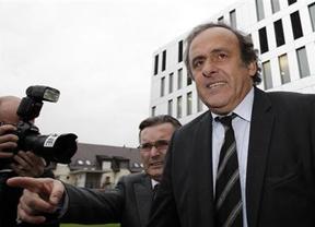Platini sale satisfecho tras un interrogatorio de 2 horas en la Fiscalía suiza