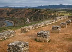 Sellado un acuerdo para garantizar el futuro del yacimiento arqueológico de Recópolis