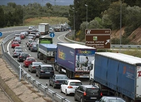 Las carreteras españolas no dan más de sí: colas de hasta 100 kilómetros en el regreso del Puente de mayo