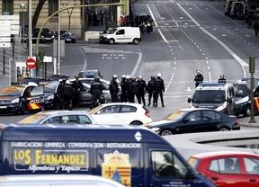 El comunicado de Cospedal tras estrellarse un coche contra la sede nacional del PP